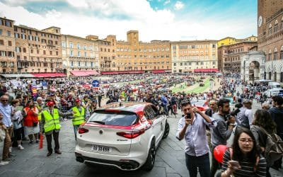 """Viva l'Alfa Romeo!"": applause and passion in the piazzas of Italy"